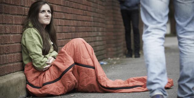 teen-sleeping-on-street-984x500